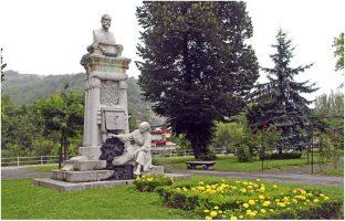 Escultura monumento Luis Adaro La Carbonera parque Dorado Sama