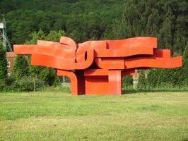 Escultura Marea Roja entre La Felguera y Sama