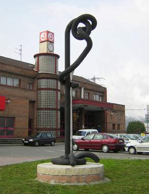 Escultura Nudo al Viento Estación RENFE La Felguera