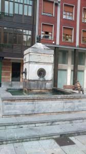 Fuente de los cuatro caños en la plaza España de Sama de Langreo