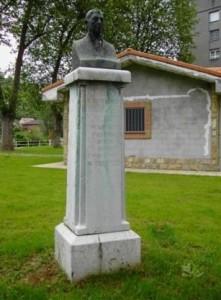 Monumento a Aurelio del Brouck en el parque Dorado de Sama de Langreo