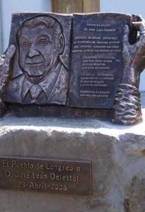 Monumento a José León Delestal en el parque Rosario Felgueroso de Ciaño Langreo