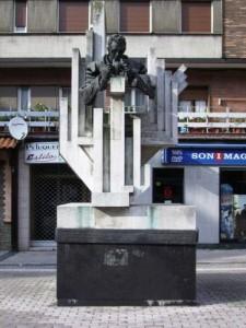 Monumento a David Vázquez Martínez La Felguera