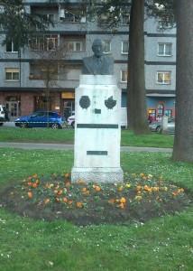 Monumento a Leopoldo Fernández Nespral en el parque Dorado de Sama de Langreo