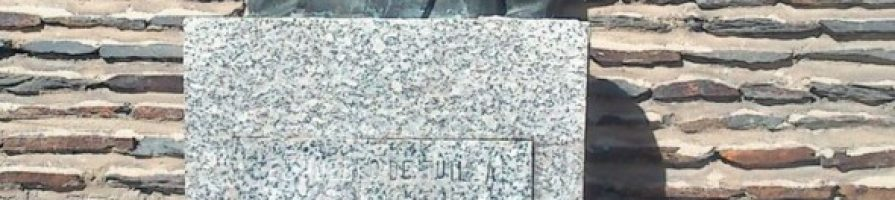 Monumento a Regino Menéndez Antuña en Tuilla Langreo