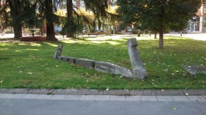 Escultura cuélebre paseo parque Dorado Sama de Langreo obra de José Sánchez Prieto