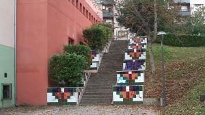 Mosaico en las escaleras del lateral del polideportivo de La Felguera Parque García Lago obra de José Sánchez Prieto Langreo