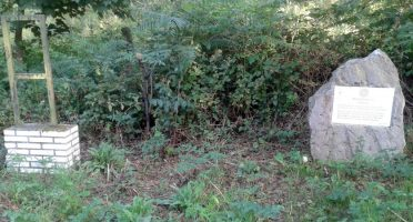 Monolito en recuerdo de los asesinados por los franquistas en Santo Emiliano Langreo