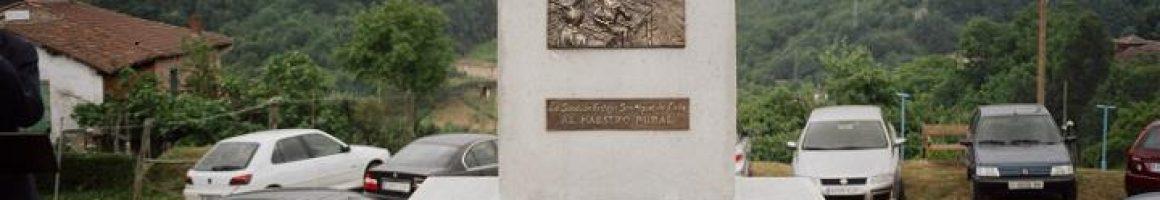 Monumento homenaje al maestro rural en San Miguel de Lada Langreo