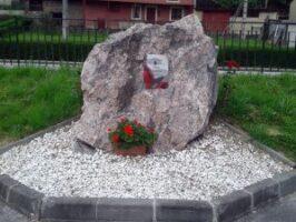 Monolito homenaje a los fallecidos de Frieres y Los Sotos por la represión franquista