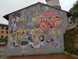 Mural Nacemos diferentes para celebrarnos iguales