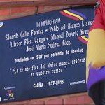 Placa en recuerdo a los 5 fusilados en la fosa de Ciaño